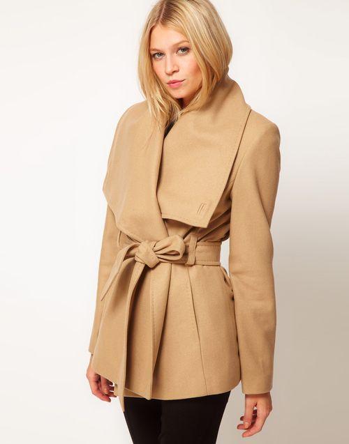 Выбираем пальто с большим воротником