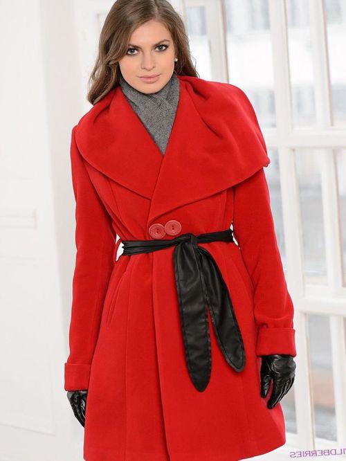 Выбираем пальто красного цвета